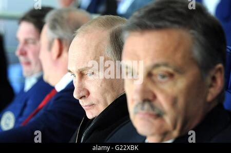 Moscow, Russia. 22nd May, 2016. Russian President Vladimir Putin watches the final match of the Ice Hockey World - Stock Photo