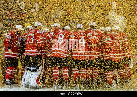 Moscow, Russia. 22nd May, 2016. Canada's national team celebrates during the award ceremony of IIHF Ice Hockey World - Stock Photo