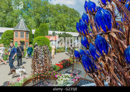 London, UK. 22nd May, 2016. A sniffer dog patrols - passing the Water, Glass and Metal scultures on the Quist stand - Stock Photo