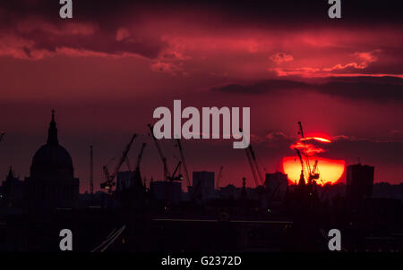 London, UK. 23rd May, 2016. Evening sunset over St. Paul's Cathedral in central London Credit:  Guy Corbishley/Alamy - Stock Photo