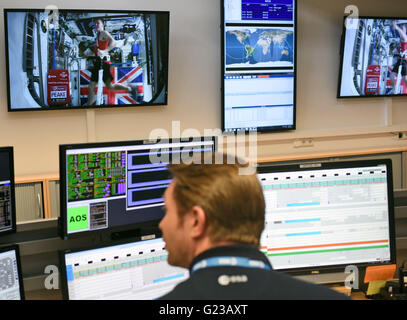 Cologne, Germany. 24th Apr, 2016. An employee of the European Space Agency (ESA) looks at screens to watch British - Stock Photo