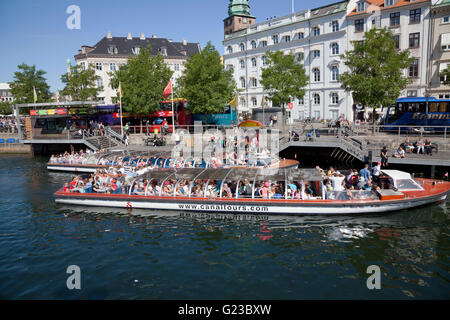 A busy day for the canal tour boats at the Gammel Strand place of call in the Slotsholm Canal (Slotsholmskanalen) - Stock Photo