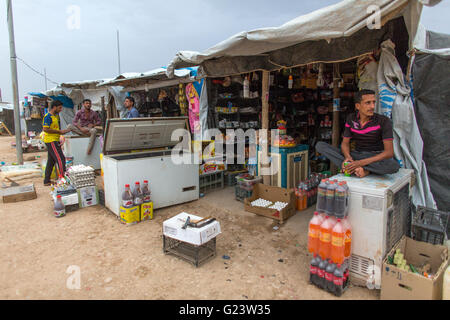 shop in Anwald refugee camp, Northern Iraq where 8000 Iraqi people have found refuge. - Stock Photo