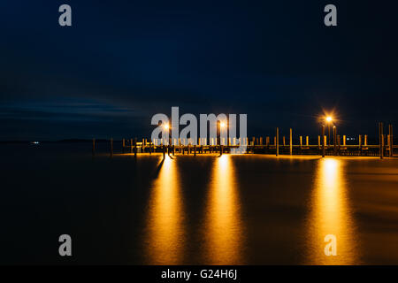 Pier on the Chesapeake Bay at night, in Havre de Grace, Maryland. - Stock Photo