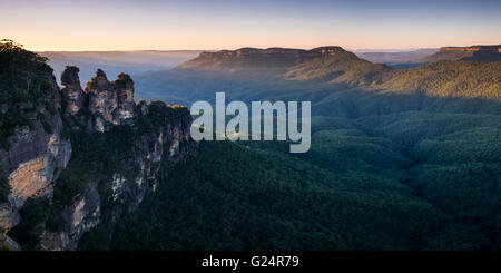 Dawn breaks at the Three Sisters in the Blue Mountains, Australia - Stock Photo