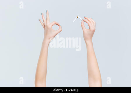 how to hold cigarette in hand