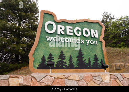 Travelers will be welcomed to Oregon by this sign on I-5 - Stock Photo