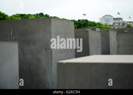 Berlin, Germany. 25th May, 2015. The dome of the Reichstag building can be seen over the steles of the Holocaust - Stock Photo