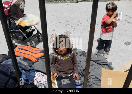 (160525) -- THESSALONIKI(GREECE), May 25, 2016 (Xinhua) -- Refugee children are pictured inside the newly established - Stock Photo