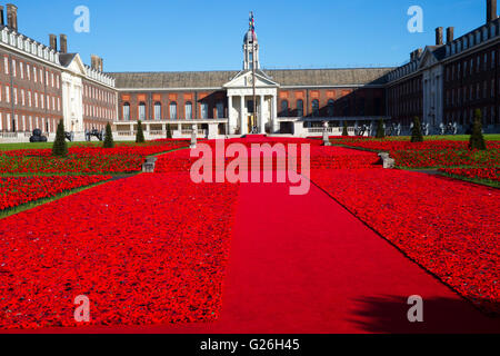 Phillip Johnson stands at the 5000 Poppies creation which he designed at the RHS Chelsea Flower Show 2016 - Stock Photo