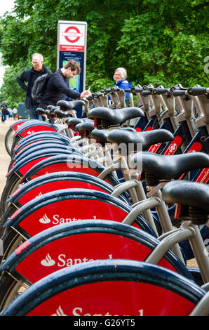'Boris Bikes' ready for hire at the Kensington Gardens - Black Lion Gate docking station in London. - Stock Photo