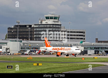 Easyjet Airbus A320-214 airliner leaves terminal at Manchester International Airport - Stock Photo