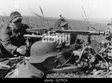 German Soldiers with MG42 Machine Gun on the Eastern Front 1944 - Stock Photo