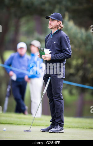 Wentworth Uk May 25 2016 Tom Chaplin Left And Ronan Keating Stock Photo 104680894 Alamy