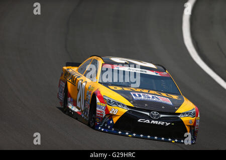 Concord, NC, USA. 26th May, 2016.  Matt Kenseth (20) practices for the Coca-Cola 600 at the Charlotte Motor Speedway - Stock Photo