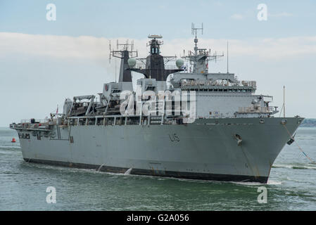The British Royal Navy Assault Ship, HMS Bulwark (L15), arriving at Portsmouth, UK on the 25th May 2016. - Stock Photo
