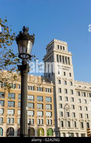 ESP,Spanien, Barcelona, Plaza de Catalunya, background Banco Espanol de Credito - Stock Photo