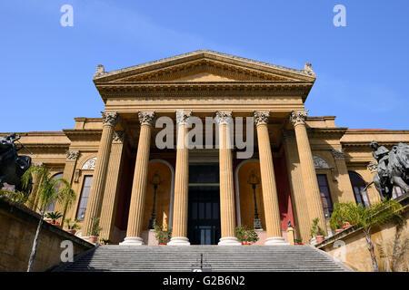 Palermo Opera House, Teatro Massimo in Piazza Giuseppe Verdi, Palermo, Sicily, Italy - Stock Photo