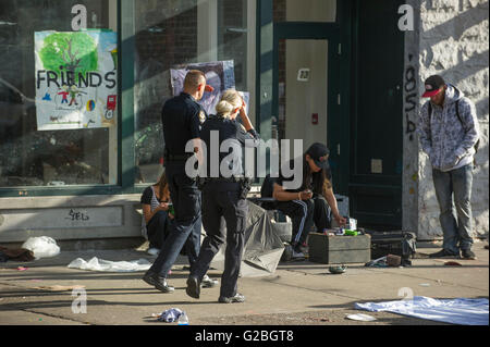Vancouver police officers on patrol in the downtown eastside, Vancouver City. - Stock Photo