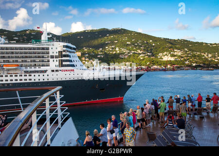Cruise passengers get a close-up view of the Queen Mary 2, Cunard Cruise Ship, Charlotte Amalie, St Thomas, US Virgin - Stock Photo