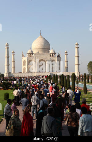 Tourists in front of the Taj Mahal, Agra, Uttar Pradesh, India - Stock Photo