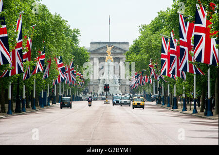 Buckingham Palace and The Mall, flagged street, Southwark, London, London region, England, United Kingdom - Stock Photo
