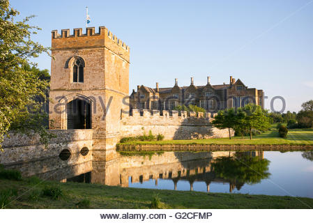 Broughton castle in the evening spring sunlight. Near Banbury, Oxfordshire, England - Stock Photo