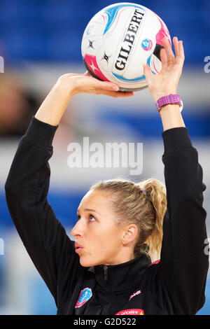 Melbourne, Victoria, Australia. 28th May, 2016. ERIN BELL of the Adelaide Thunderbirds warms up during the 2016 - Stock Photo