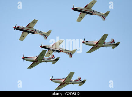 Zagreb, Croatia. 28th May, 2016. Wings of Storm, the aerobatic team of the Croatian Air Force, performs during an - Stock Photo