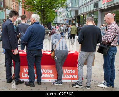Greater Manchester, UK: 28th May, 2016. In the last few weeks before the European Referendum Vote Leave Campaigners - Stock Photo