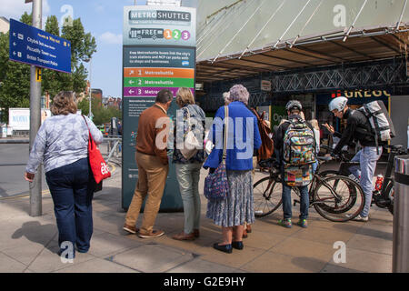 Tourist signs to different destinations in Manchester, UK.  28th May 2015.  Bank Holiday getaway as arriving passengers - Stock Photo