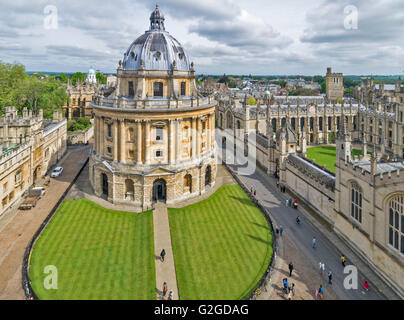 THE RADCLIFFE CAMERA OXFORD ON CATTE STREET WITH HERTFORD COLLEGE - Stock Photo