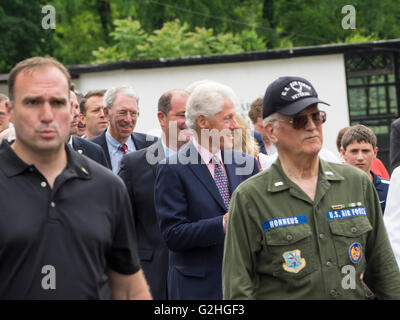 New York, USA. 30th May, 2016. Former US president Bill Clinton marches in his hometown Memorial Day Parade in Chappaqua - Stock Photo