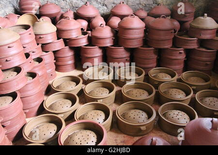 Xiaogan, Xiaogan, CHN. 29th May, 2016. Xiaogan, China - May 29 2016: (EDITORIAL USE ONLY. CHINA OUT) Pottery maker - Stock Photo