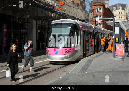 31st May 2016. Birmingham, West Midlands, England, UK. A tram waits at Grand Central New Street stop on the newly - Stock Photo