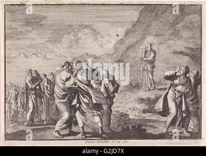Moses received the law tables and displays them to the people, Jan Luyken, Pieter Mortier, 1703 - 1762 - Stock Photo