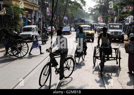 INDIA Westbengal, Kolkata, traffic with bicycle and man-powered rickshaw / INDIEN, Westbengalen, Kolkata, verkehrsreiche - Stock Photo