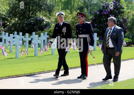At left: VADM James G Foggo III; Mid: HM Lord-Lieutenant Surrey Michael More-Molyneux & ABMC Superintendent Craig - Stock Photo