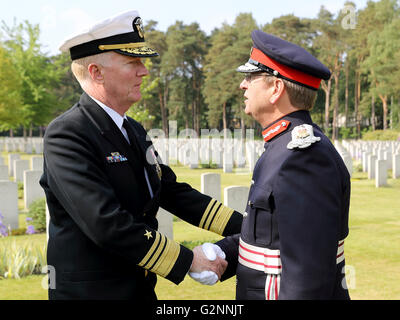 VADM James G. Foggo III Commander US 6th Fleet with HM Lord-Lieutenant of Surrey Michael More-Molyneux - Stock Photo