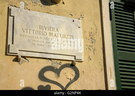 Memorial plaque to Italian anti-fascist resistance fighter Vittorio Mallozzi, shot by Nazis in 1944. - Stock Photo