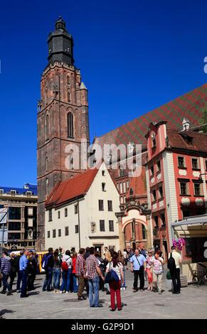 Guided city tour at market square Rynek, Elisabeth Church, Wroclaw, Silesia, Poland, Europe - Stock Photo