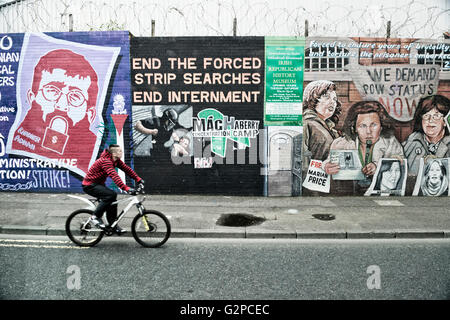 Murals on the international wall. Divis St. West Belfast. Northern Ireland - Stock Photo