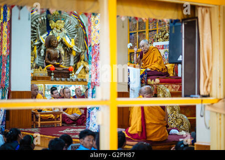 Macleod Ganj, India. 1st of June 2016. His Holiness the 4th Dalai Lama during a teaching at the Tsuglagkhang temple - Stock Photo