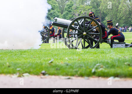 Hyde Park, London, June 2nd 2016. Soldiers and guns of the King's Troop Royal Horse Artillery fire a 41 round Royal - Stock Photo