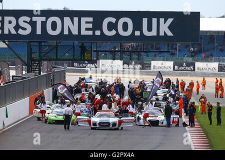 Silverstone Circuit, Northants, UK. 15th May, 2016. Blancpain Endurance motor racing series. STARTING GRID © Action - Stock Photo