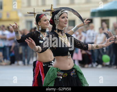 Zagreb, Croatia. 2nd June, 2016. Street performers entertain audience during the 20th 'Cest is d'best' international - Stock Photo