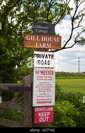 Private land, Keep out notice in Halsall, Lancashire, UK - Stock Photo
