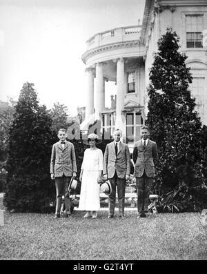 President Calvin Coolidge, his wife Grace and their two sons posing on the White House lawn. - Stock Photo