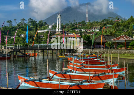 Indonesia Bali Bedegul Boats on Lake Bratan, a volcanic crater lake at Bedegul, in Bali's mountainous interior with - Stock Photo