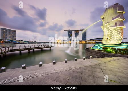 The Merlion fountain at Marina Bay in Singapore. - Stock Photo